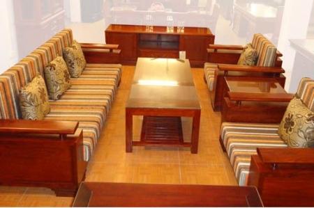 Bí quyết chọn bàn ghế gỗ thích hợp cho phòng khách